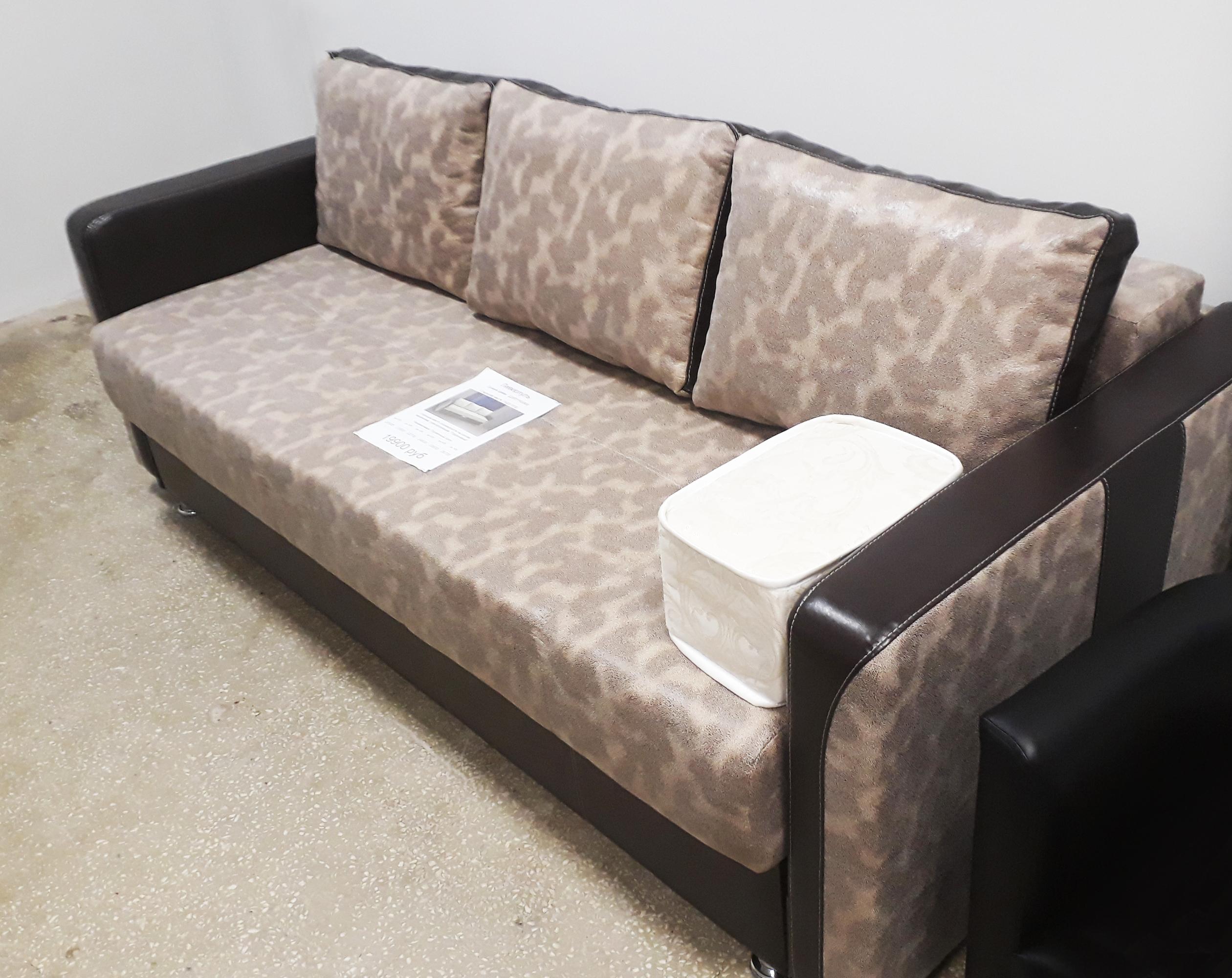 ливерпуль диван на выставке